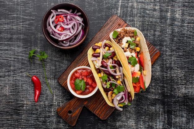玉ねぎと上面のおいしいメキシコ料理 無料写真