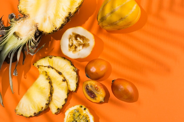 Top view delicious pineapple and fruits on the table Free Photo
