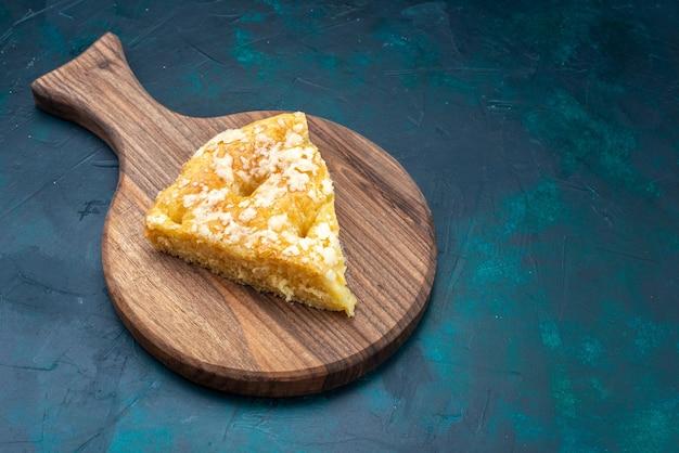Вид сверху вкусный круглый пирог на темно-синем фоне фруктовый пирог сахарный сладкий Бесплатные Фотографии