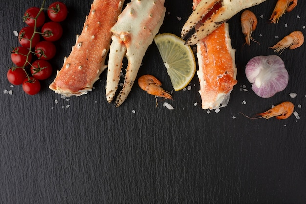 Top view delicious seafood on table Free Photo