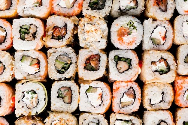 トップビューおいしい寿司のクローズアップ Premium写真