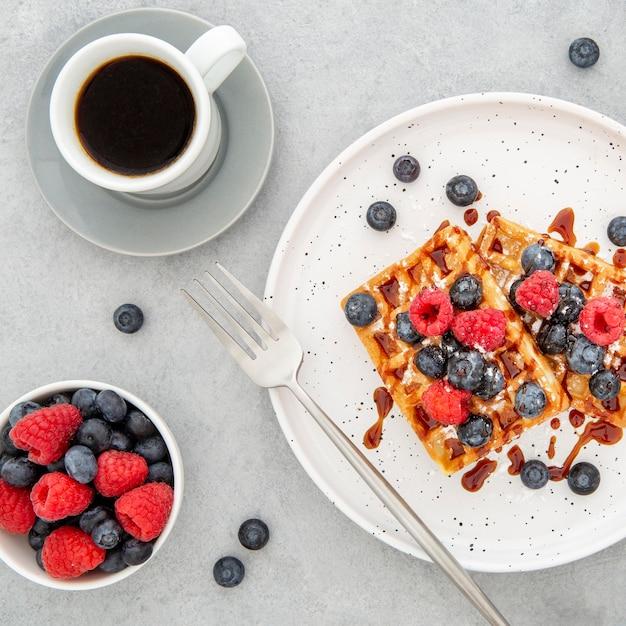 Вид сверху вкусные сладкие вафли с кофе Бесплатные Фотографии