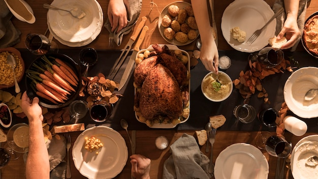 Top view of delicious thanksgiving meal Free Photo