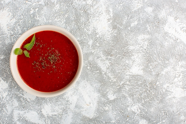 Top view delicious tomato soup on grey table, soup meal dinner vegetable Free Photo