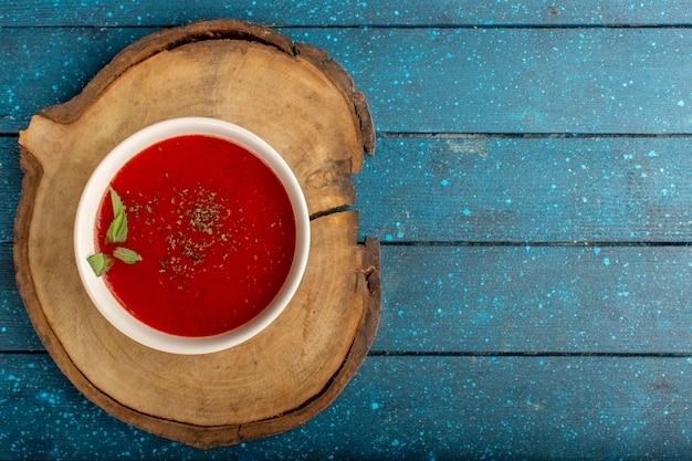 上面図青いテーブルの上のおいしいトマトスープ、スープミールディナー野菜 無料写真