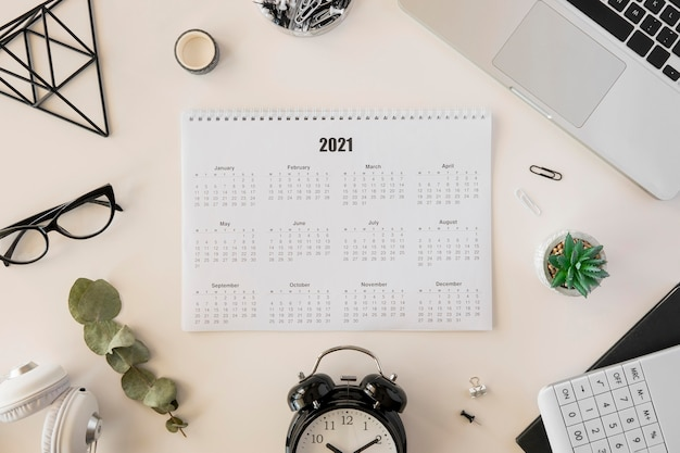 Calendario da tavolo 2021 vista dall'alto Foto Gratuite