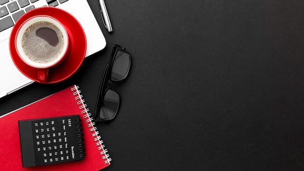Концепция столешницы с ноутбуком Premium Фотографии