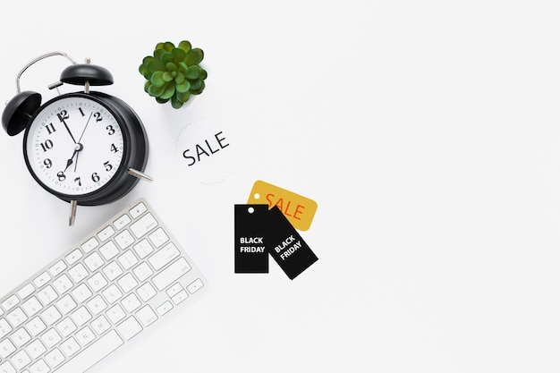 Top view of desk with black friday tags Free Photo