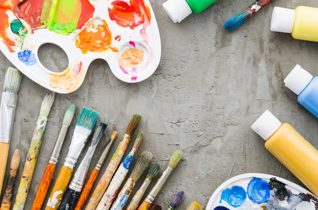 Top view dirty pencil line with painting material Free Photo