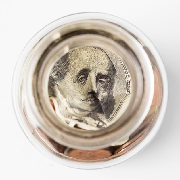 Fattura del dollaro vista dall'alto all'interno della bottiglia Foto Gratuite