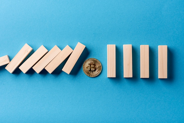 Top view of domino pieces and bitcoin Free Photo