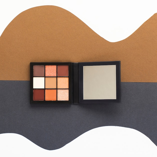 Top view of a eye shadow palette Free Photo