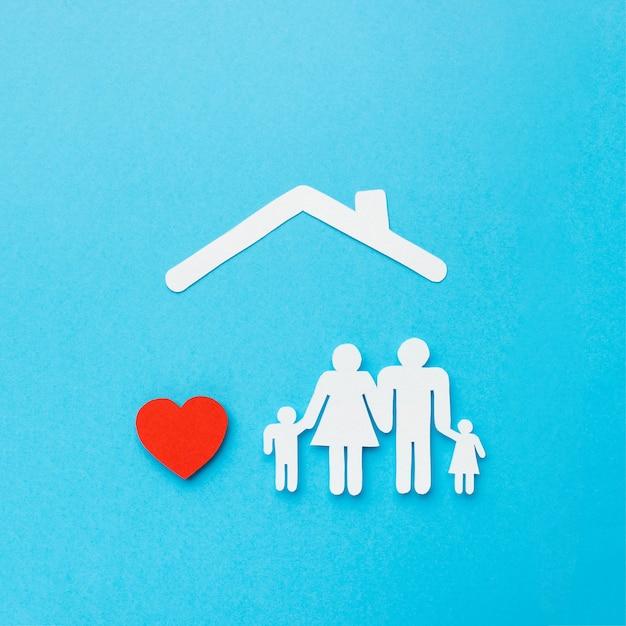 Вид сверху семейная фигура с сердцем Premium Фотографии