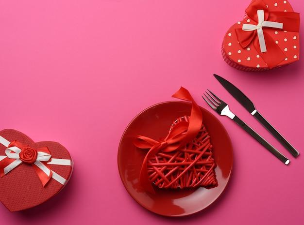 Вид сверху праздничные столовые приборы на столе Premium Фотографии