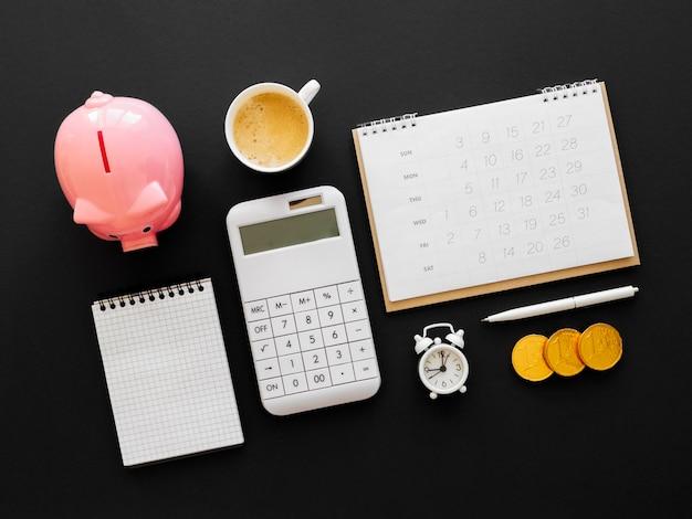 Расположение финансовых элементов вид сверху Premium Фотографии