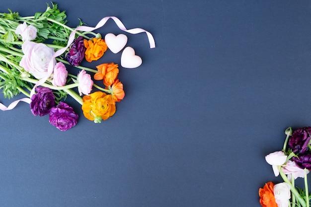 Букет цветов вид сверху Premium Фотографии