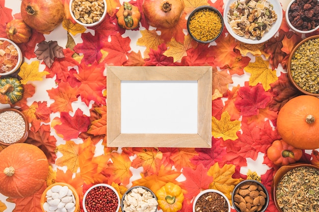 Top view food frame on leaves background Free Photo