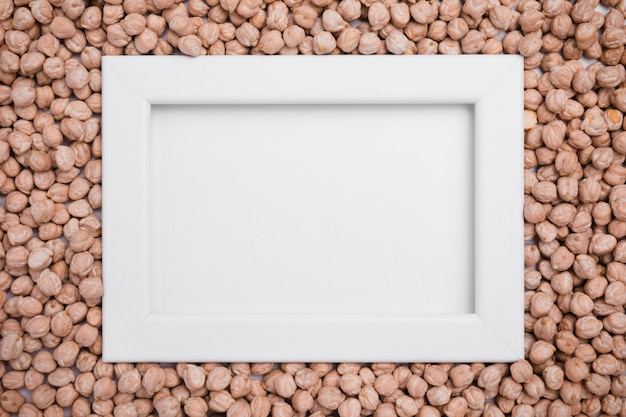 Top view frame surrounded by organic chickpeas Free Photo