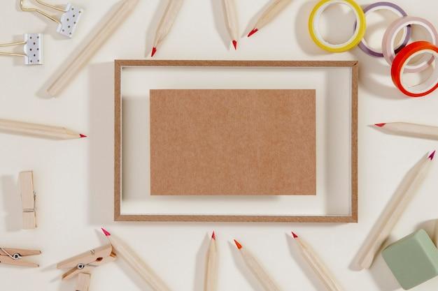 鉛筆で囲まれたトップビューフレーム 無料写真