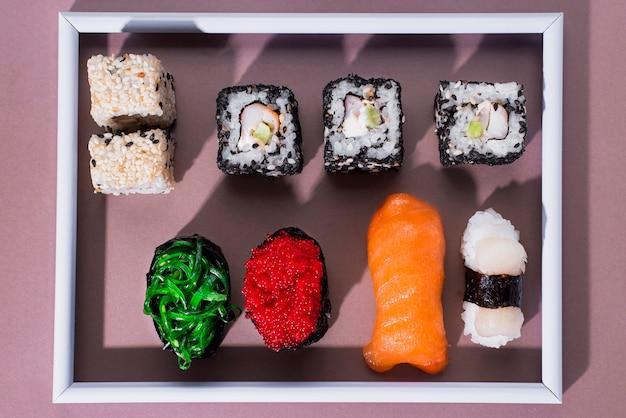 巻き寿司のトップビューフレーム 無料写真