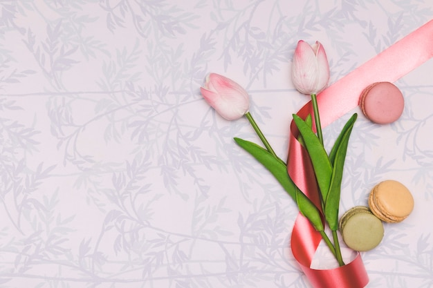 Top view frame with tulips and macarons Free Photo