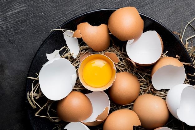 Top view fresh chicken eggs Free Photo