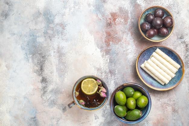お茶と新鮮な果物の上面図 無料写真