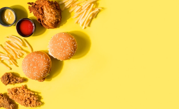 Top view fried chicken, burgers and frieswith copy-space Premium Photo