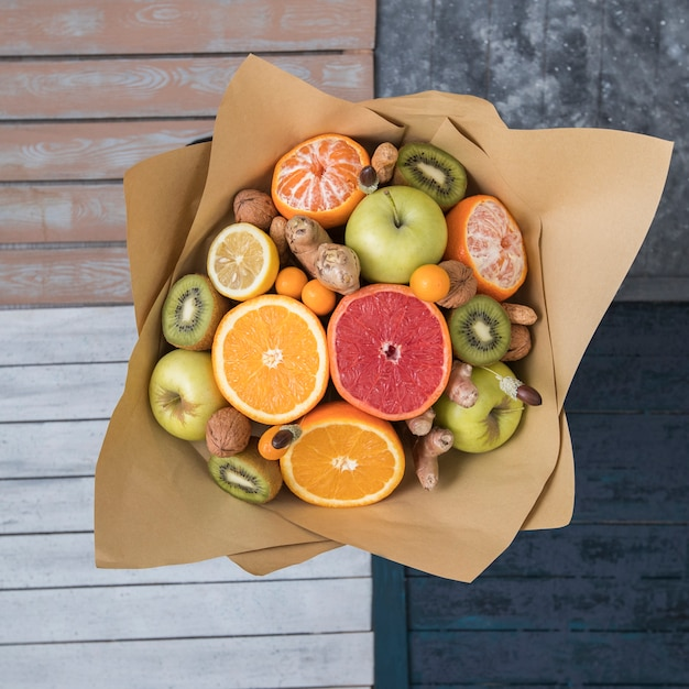 Top view of fruits and nuts bouquet wrapped in kraft paper Free Photo