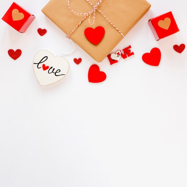 Top view of gift with hearts and copy space for valentines Free Photo