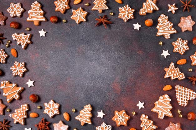 Vista dall'alto del telaio di biscotti di panpepato con lo spazio della copia Foto Gratuite
