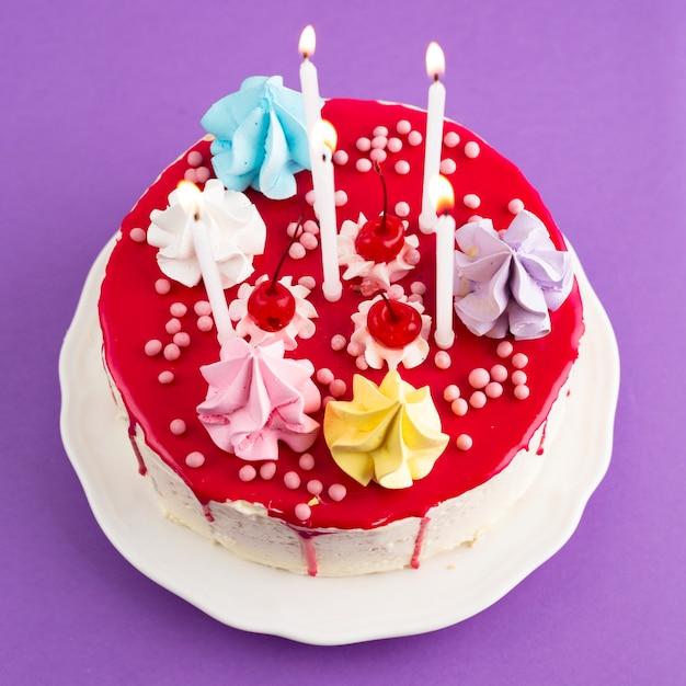 Vista dall'alto della torta di compleanno vetrata Foto Gratuite