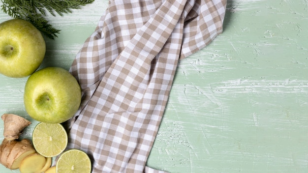 Top view green apples with cloth Free Photo