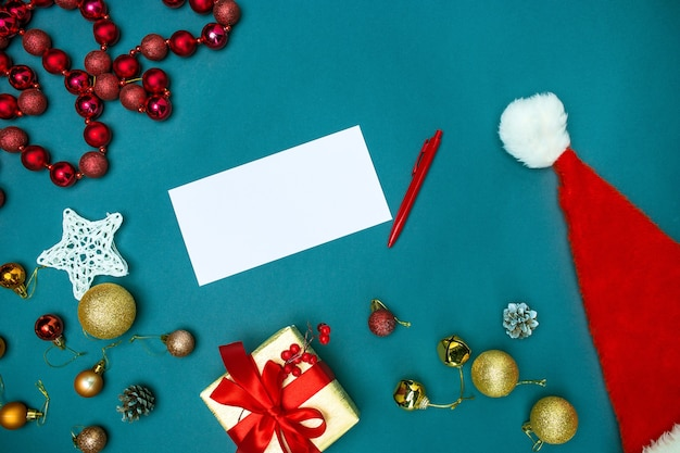 The top view of greeting card mock up template with christmas decorations Free Photo