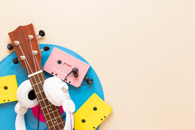 Top view guitar with audio cassettes Free Photo