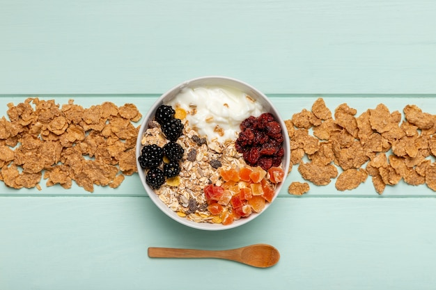 Top view healthy breakfast on table Free Photo