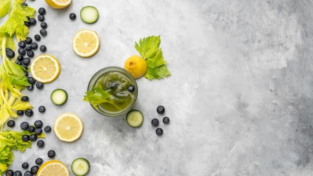 健康的なジュースと果物の配置の上面図 無料写真