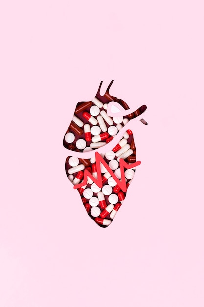 Top view heart made out of pills Free Photo
