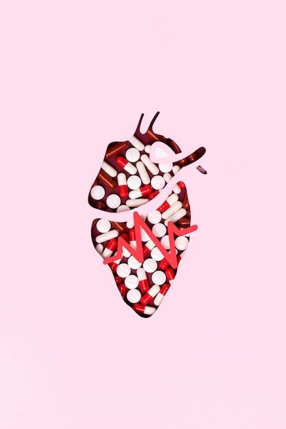 Vista dall'alto cuore fatto di pillole Foto Gratuite