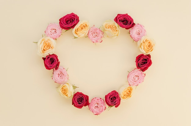 Top view of heart rose frame Free Photo