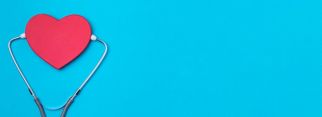 Top view heart with medical stethoscope Free Photo