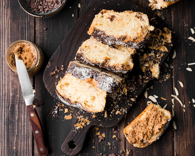 Top view homemade banana bread on the table Free Photo
