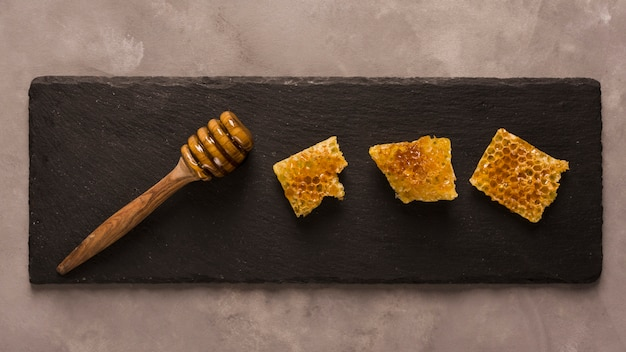 Top view honey with honeycomb pieces Free Photo