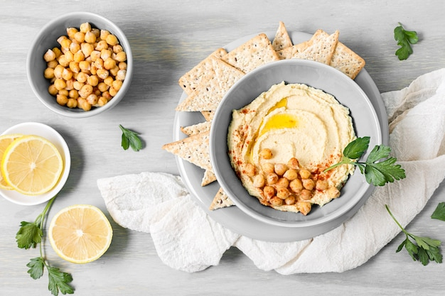 Top view of hummus with chickpeas and lemon Premium Photo
