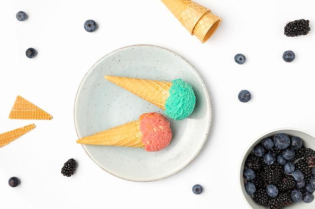 Вид сверху мороженое на тарелке Бесплатные Фотографии