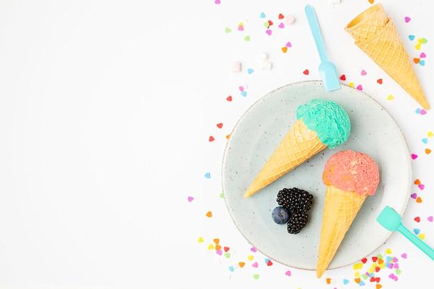 皿の上のトップビューアイスクリーム 無料写真