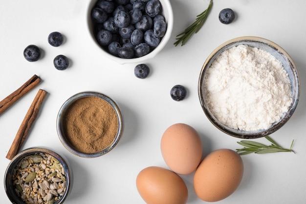 Vista dall'alto ingredienti per muffin Foto Gratuite