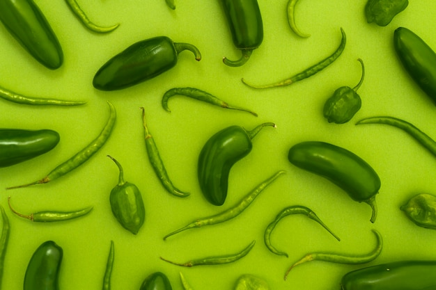 Top view jalapenos with green background Free Photo