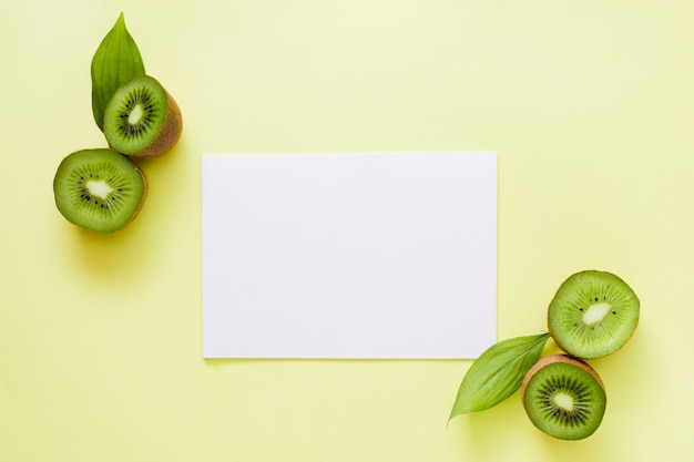 Top view kiwis with paper Free Photo