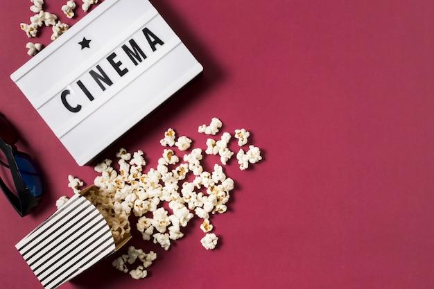 Lightbox vista dall'alto con popcorn Foto Gratuite